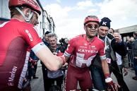 2016_Driedaagse De Panne-Koksijde_Stage1_Post Win_MichaelMORKOV(DEN-KAT) congratulates Winner AlexanderKRISTOFF(NOR-KAT)
