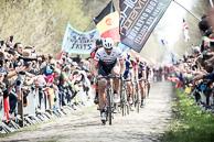 2016 Paris-Roubaix, Peloton, Secteur18, Trouee dArenberg, FabianCANCELLARA(SUI-TFS)